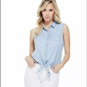 5/$30 🎉 NWT Guess Chambray Front Tie Top